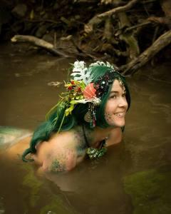 mermaid entertainer